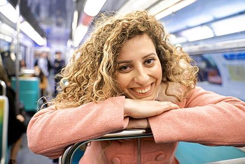 25 Grandes Images Avec un sourire sur agefotostock