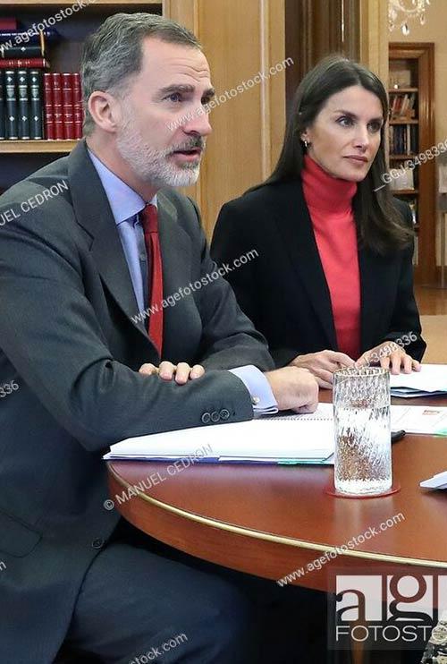 El Rey Felipe VI y la Reina Letizia asisten a una videoconferencia con un grupo de comerciantes de Oviedo en el Palacio de la Zarzuela