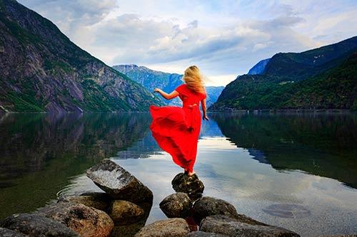 25 Grandes Imágenes - Las mejores vistas se obtienen al escalar la cima más alta en agefotostock, banco de imágenes