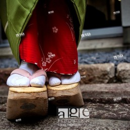 Okobo tall wooden shoes Detail of ´maiko´ geisha apprentice from Ishihatsu tea house o-chaia Geisha´s distric of Miyagawacho Kyoto Kansai, Japan