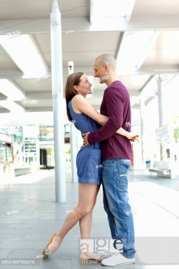 Germany, North_Rhine_Westphalia, Duesseldorf, Young woman embracing in train station