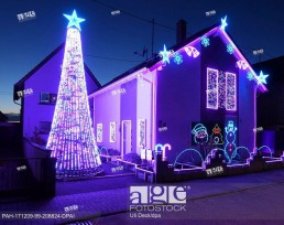 A house is decorated with some 30,000 LED lights for the Christmas season in Karlsruhe, Germany, 7 December 2017