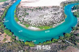 Clutha River, Central Otago, South Island, New Zealand, drone aerial