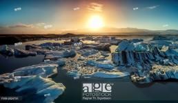Sunset over the icebergs in the Jokulsarlon Glacial Lagoon, Iceland.