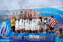 USA players lifts the trophy after winning the 2019 FIFA Women's World Cup France